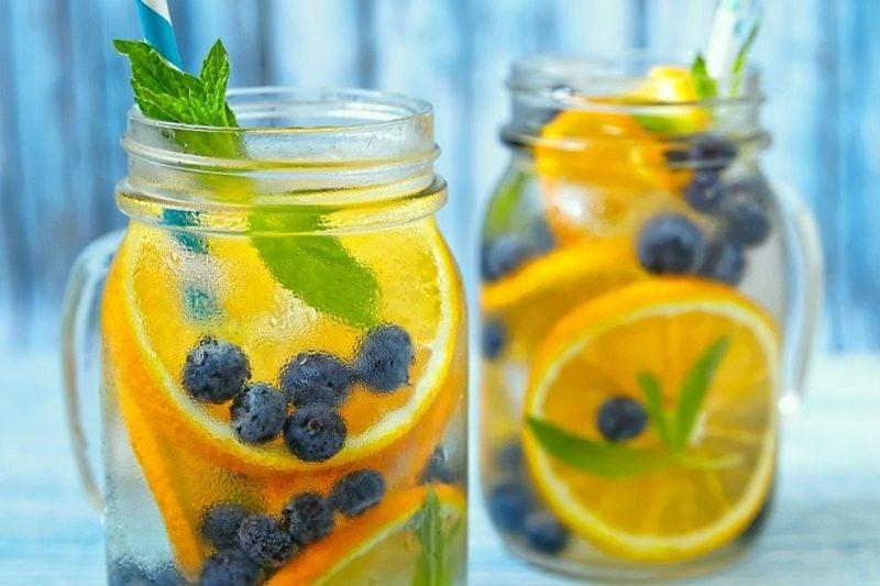 fettverbrennung mit blaubeeren orangen detox wasser