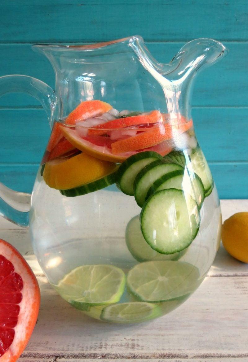 gesundes detox wasser mit gurken und grapefruit