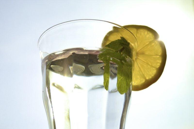 schlankwasser mit zitrone