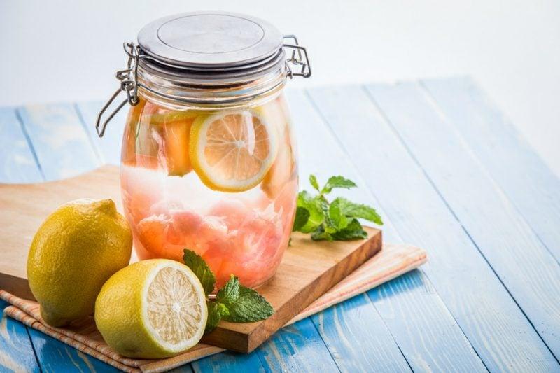 detox zitronenwasser erfrischend