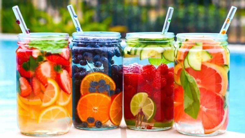 Köstliches Detox Wasser - reinigt Ihren Körper und verbrennt Fett ...