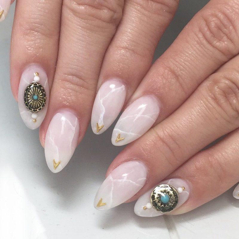 Rosenquartz Trend für lange Fingernägel