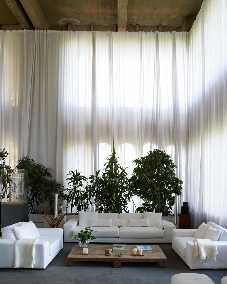 Weiße Gardinen im Wohnzimmer
