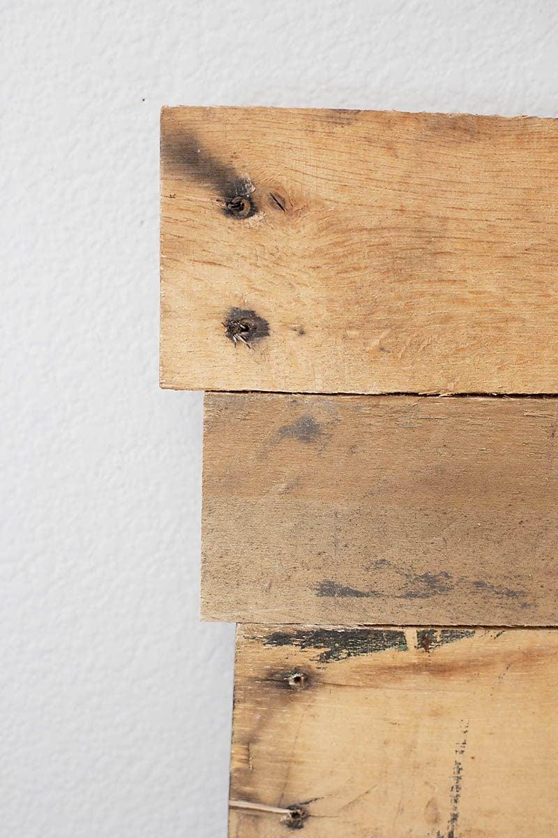 kopfteil f r bett aus europaletten selber bauen diy. Black Bedroom Furniture Sets. Home Design Ideas