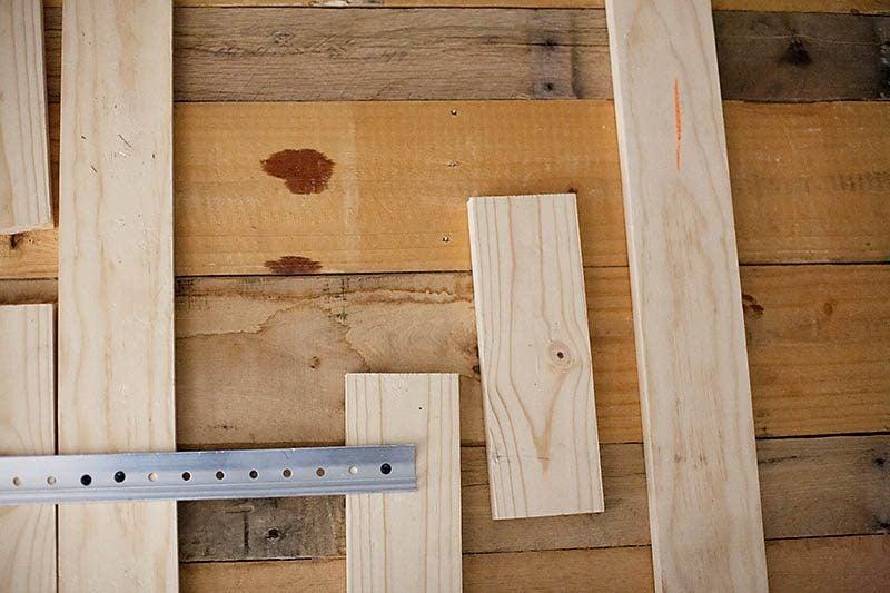 Kopfteil für Europaletten Bett bauen - Anleitung