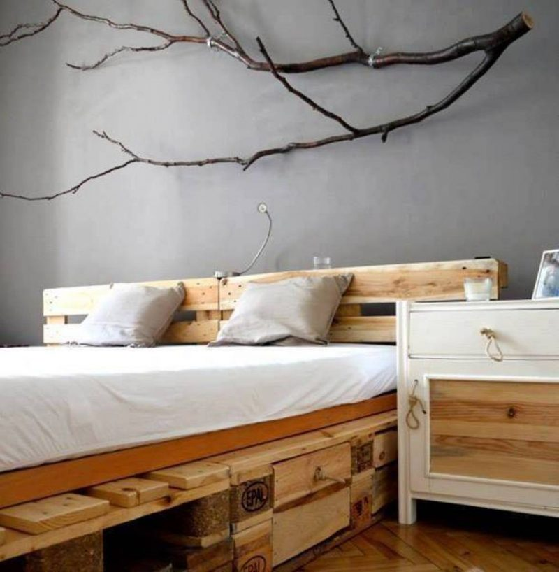 kopfteil f r bett aus europaletten selber bauen diy. Black Bedroom Furniture Sets. Home Design Ideas