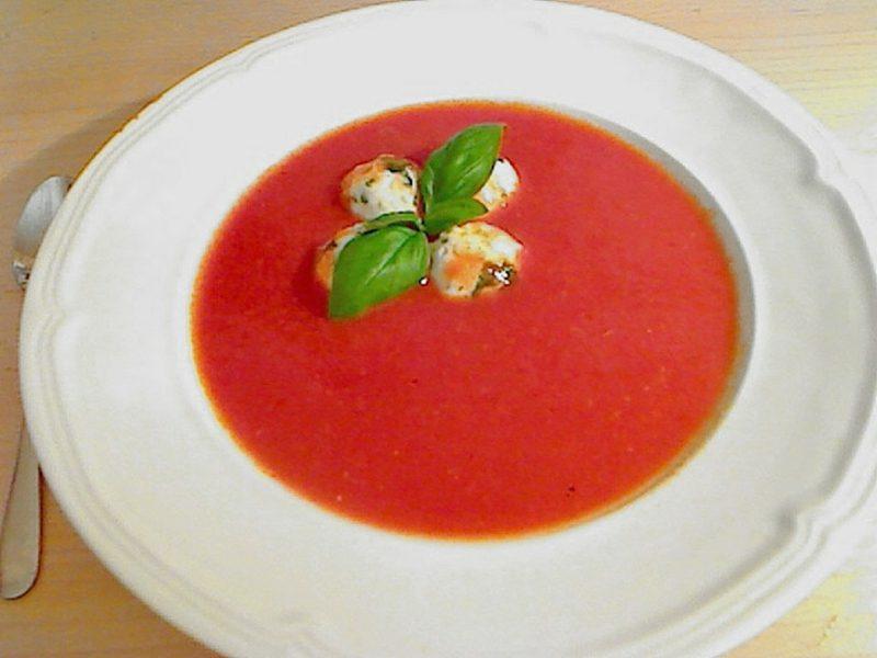 Fitness Gerichte Tomatensuppe mit Mozzarella