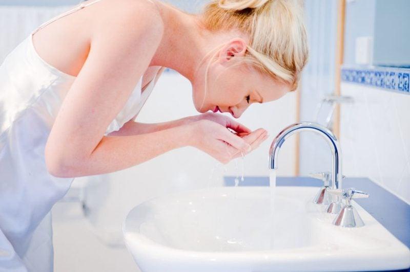 Dampfbad für das Gesicht Poren reinigen