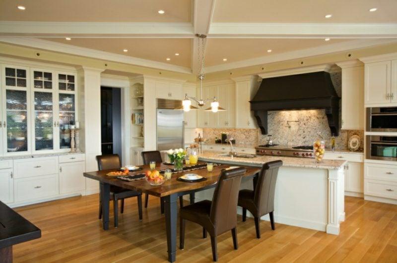 küche mit kochinsel und theke