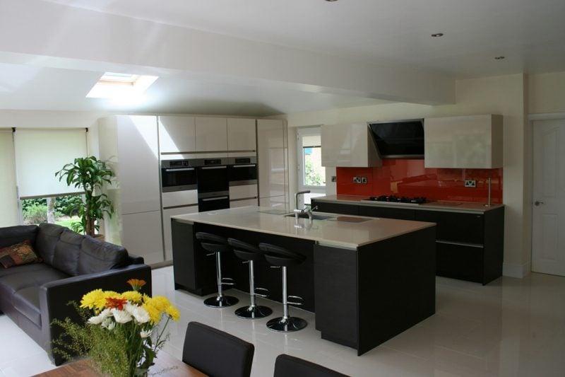 küche mit tresen wohnzimmer