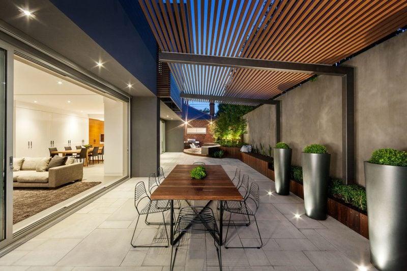 Pflanzkübel auf die Terrasse