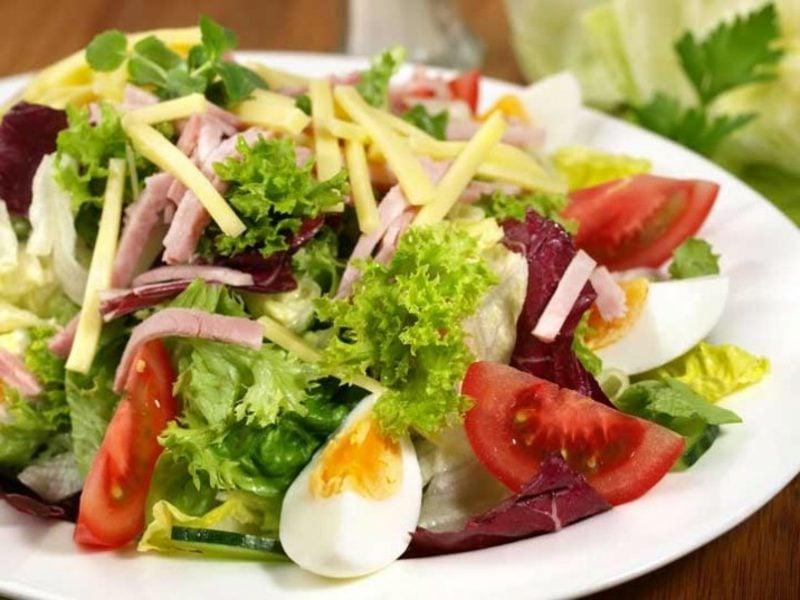 abends keine Kohlenhydrate low carb Käse Salat
