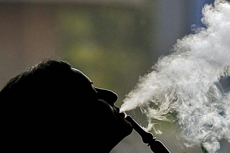 shisha durch schlauch rauchen