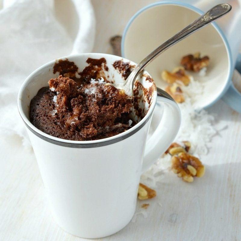 Rezept veganer Kuchen Tassenkuchen mit Schokolade und Haselnüssen