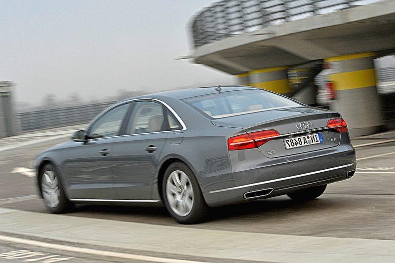 Sportwagen Audi A8 Heckansicht