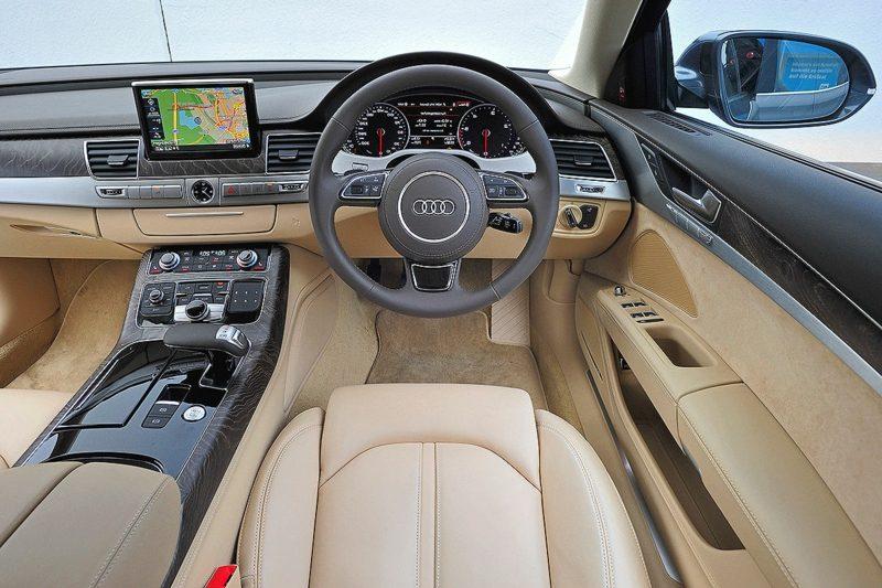geile Autos Audi A8 Innenraum