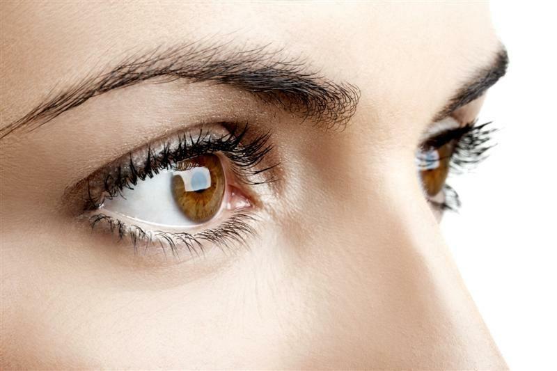 Augenlid zuckt trockene Augenlider