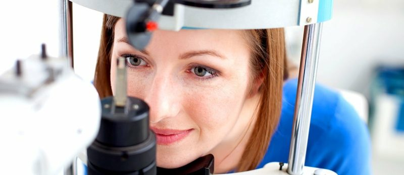 Augenlied Zucken Augenarzt Termin