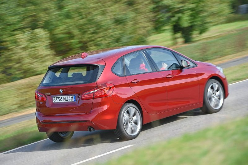 geile Autos BMW 218d Active Tourer Heckansicht