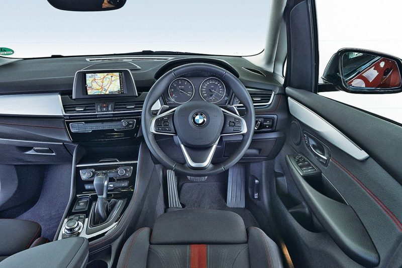 Autos Bilder BMW 218d Active Tourer Innenraum