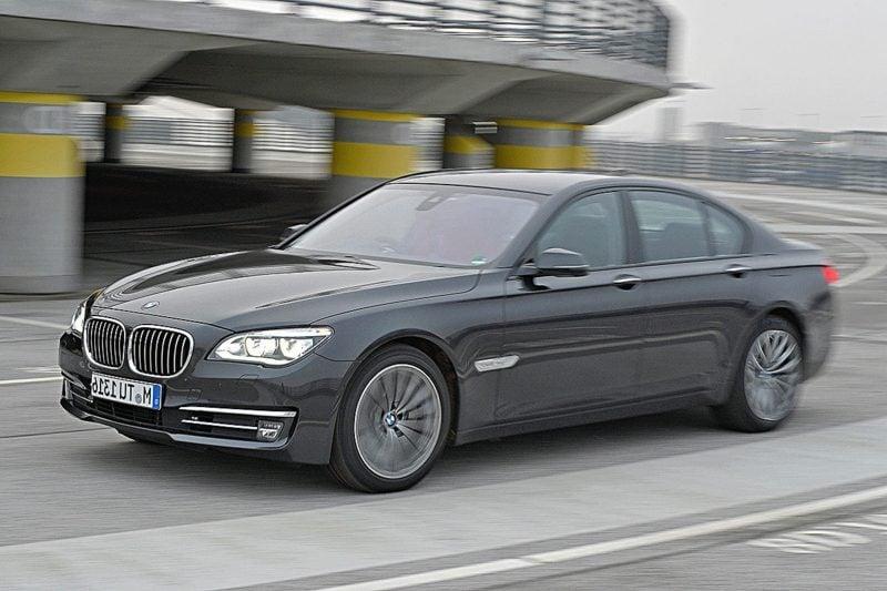 Bilder von Autos BMW 730d Frontansicht