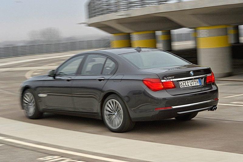 geile Autos BMW 730d Heckansicht