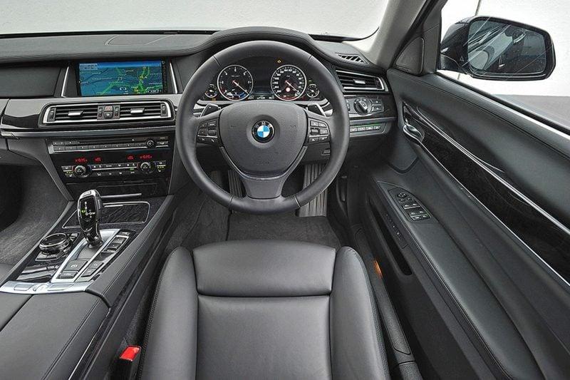 aufgemozte Autos BMW 730d Innenraum