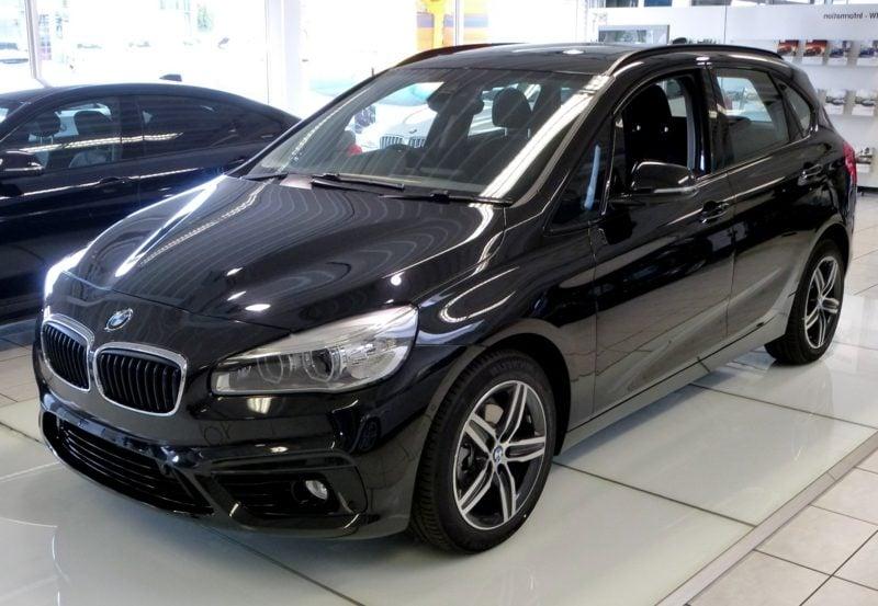 deutsche Sportwagen BMW Active Tourer schwarz