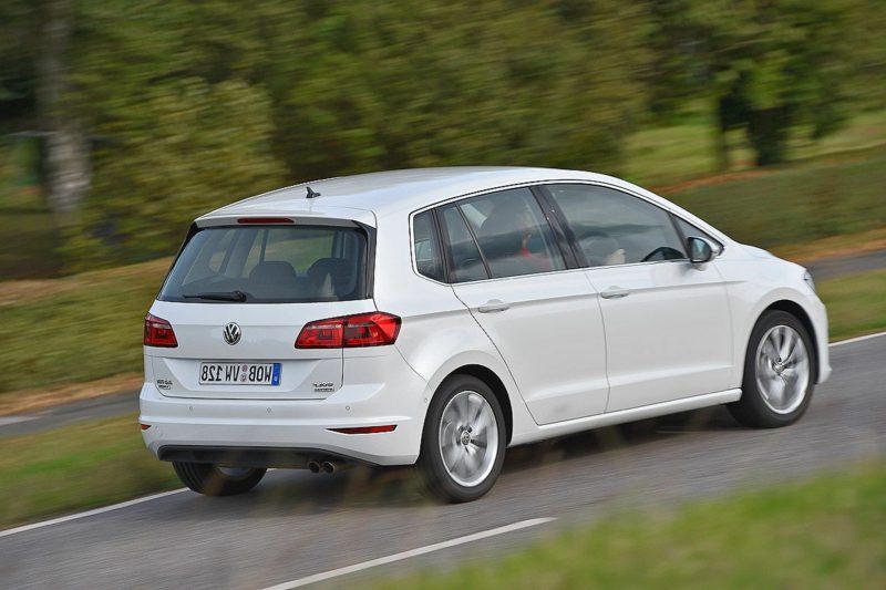 Bilder Autos Golf Sportsvan Heckansicht
