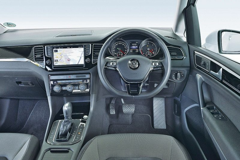 geiles Auto Golf Sportsvan Innenraum