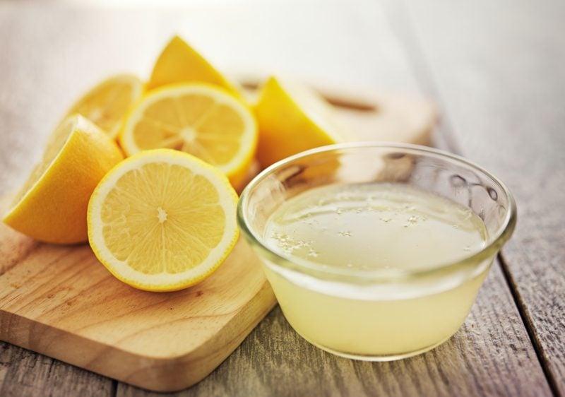 Haarkur selber machen mit Zitronensaft