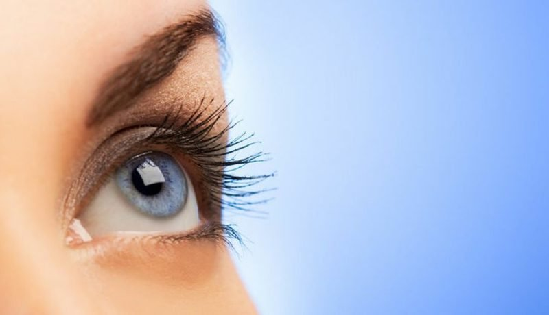 oberres Augenlid geschwollen Augenzucken