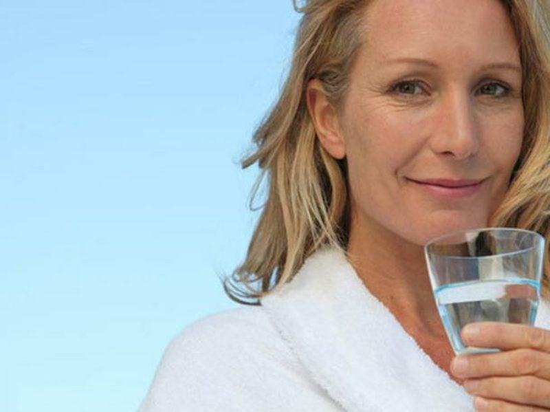 Hausmittel Magen Darm Grippe Mineralwasser