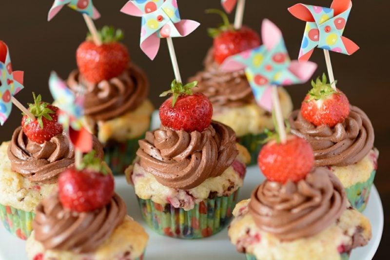 Muffins für Kindergeburtstag Erdbeeren Schokoladencreme