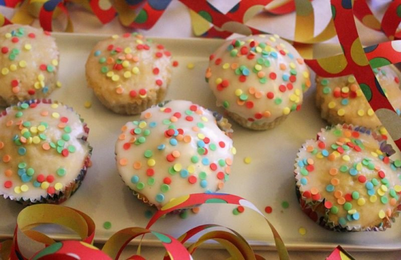Kindergeburtstag Muffins mit Zuckerguss
