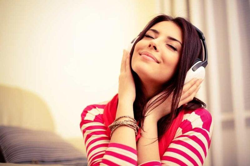 Augenlid zuckt Musikhören