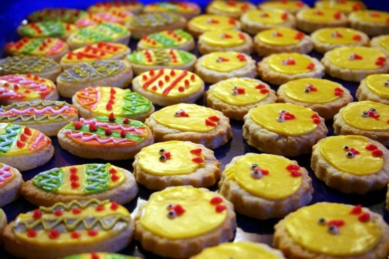 Zuckerguss Rezept Plätzchen zum Ostern dekorieren