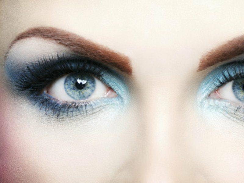 Smokey eyes schminken hifreiche tipps f r einen for Smokey eyes blau