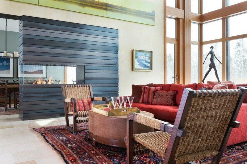 Terraccota Farbe Wohnzimmer kamin graue Holzpaneele