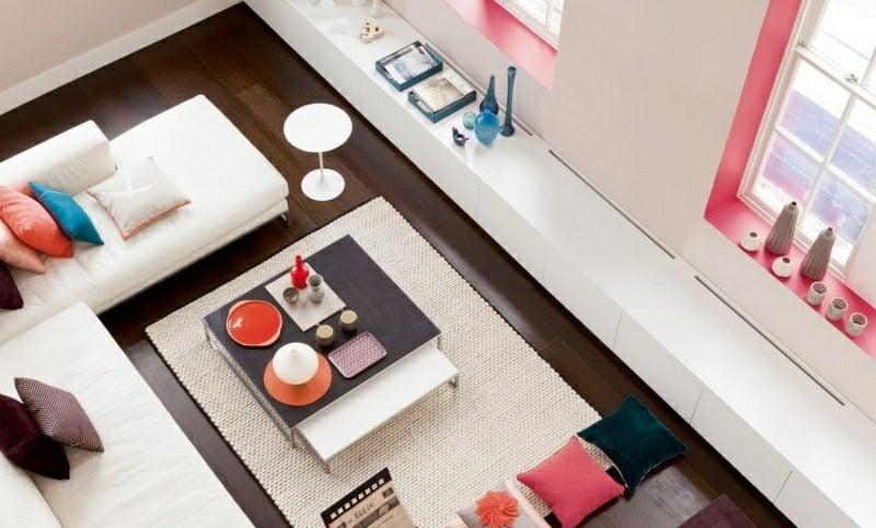 Wandfarben Ideen Wohnzimmer Weiss rosa Akzente