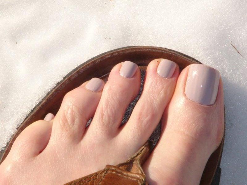 Fußnägel Nude lackieren