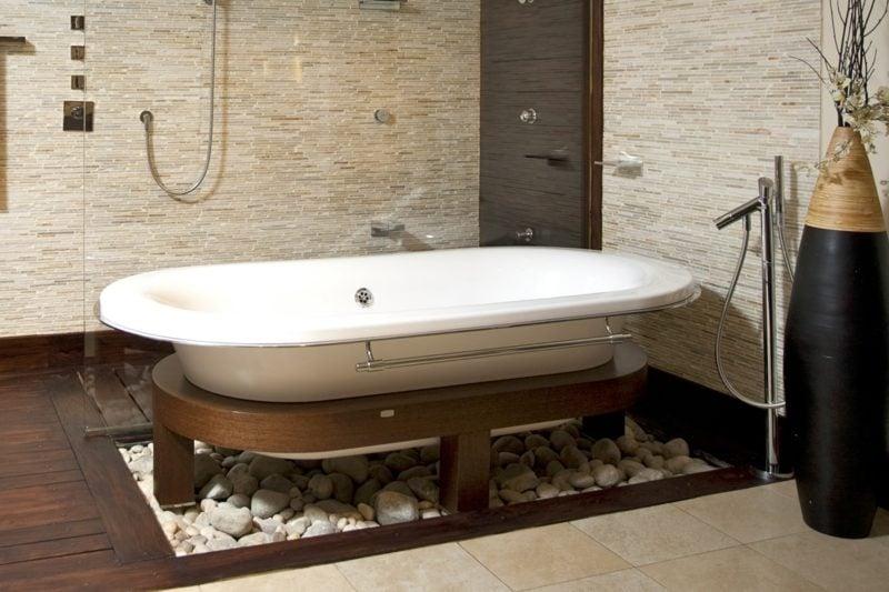 badewanne auf holz ständer