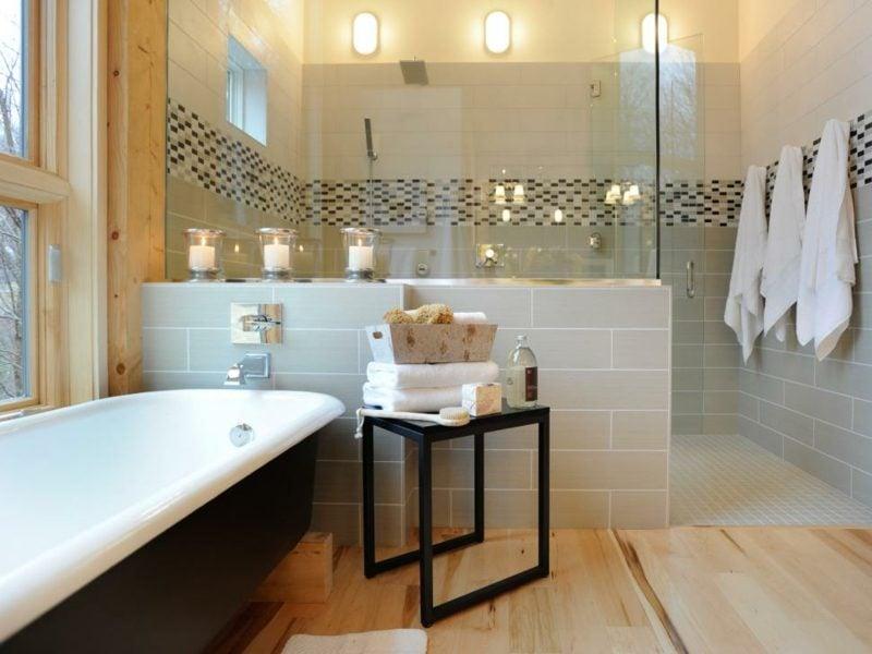modernes badezimmer mit klarglas duschtür