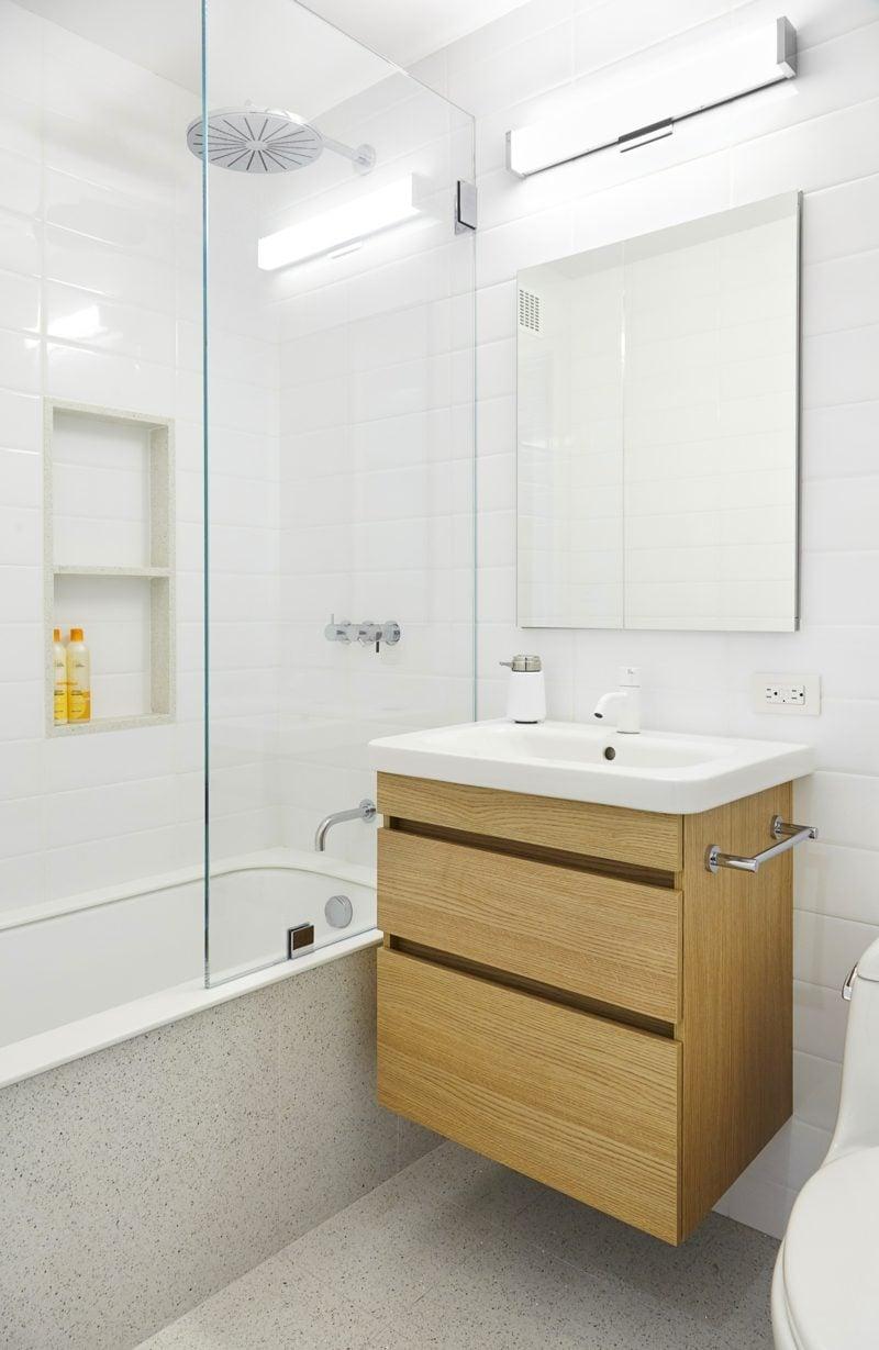 helles badezimmer modern