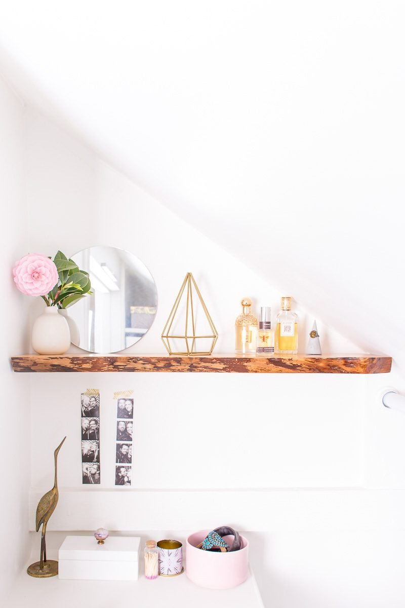 Regal Holz im skandinavischen Stil