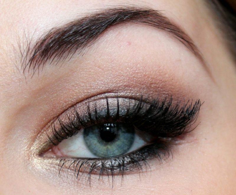 Smokey Eyes Anleitung blaue Augen rosa Lidschatten