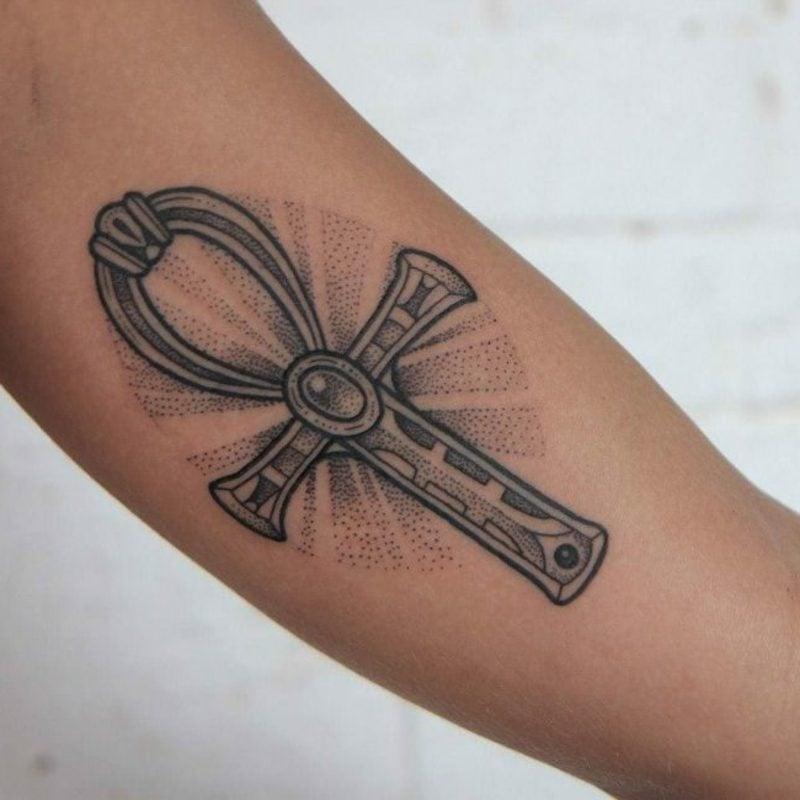 moderne Tattoos Kreuz Ankh