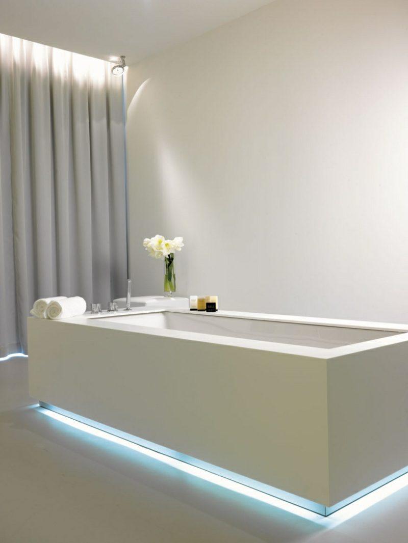 Bad Design modern Akzentbeleuchtung Badewanne