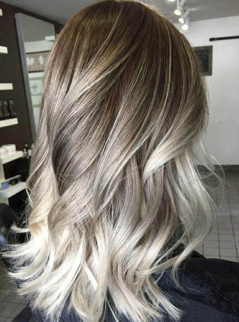 Frisuren für lange Haare und moderne Haarfarben Balayage Technik