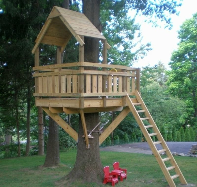 Baumhaus selber bauen de Kindern Freude bereiten